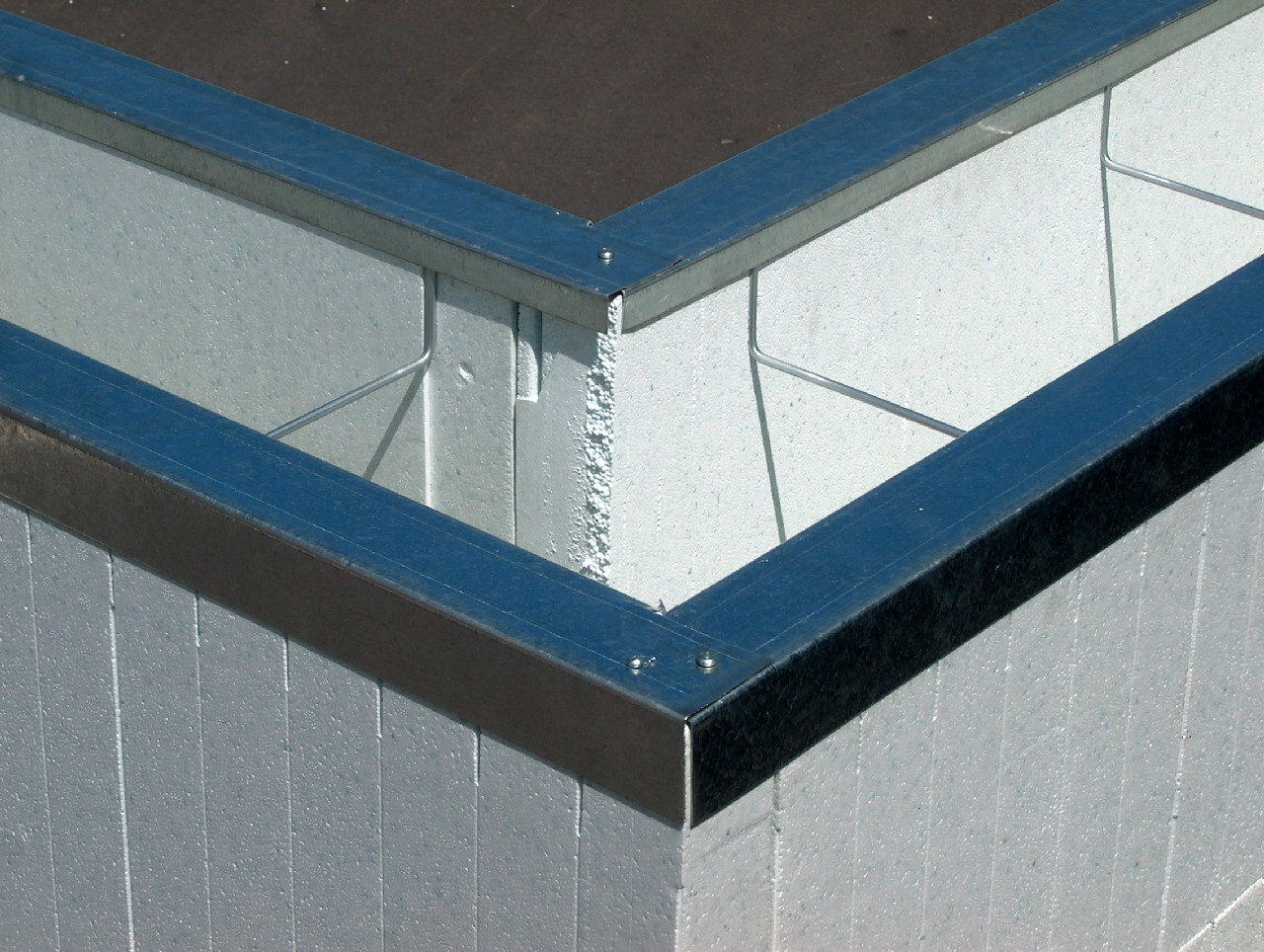 Quad-Lock Metal Tracks & Wire Top Ties : Insulated Concrete Forms ...